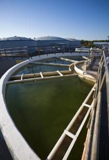 工业废水处理设备调水箱和处理泵之间的联系